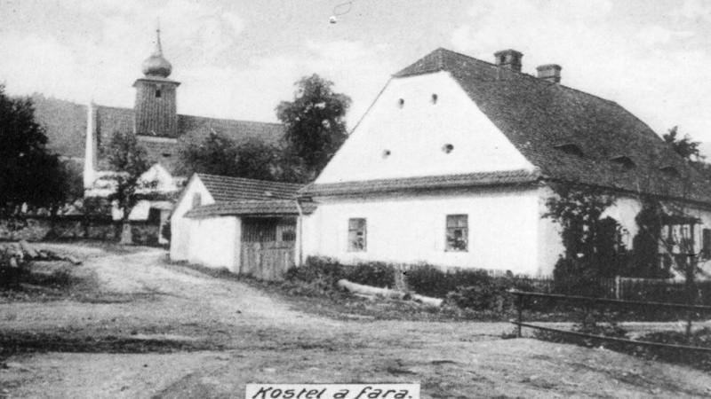 Obec Rybí - Kostel a fara v obci Rybí, historické foto